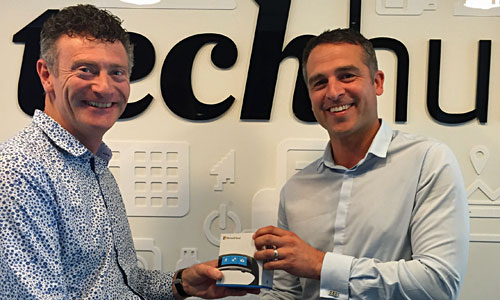 Our prize draw for a Microsoft Band 2 continuous heart rate monitor was won by Ryan Sharp, from Group IT at Air New Zealand, pictured at right receiving his prize from Stellar General Manager Nicholas Glanfield.